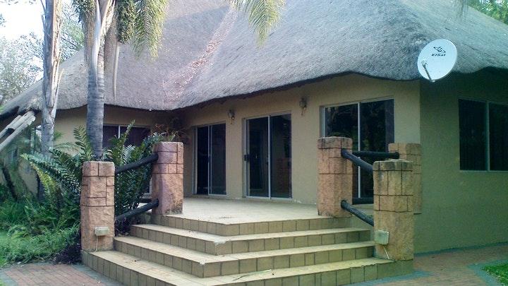 Hartbeespoort Akkommodasie by Tropical Gardens Lodge | LekkeSlaap