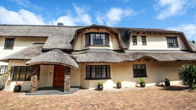 by Winelands Villa Guesthouse & Cottages | LekkeSlaap