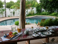 Breakfast next to the swimming-pool