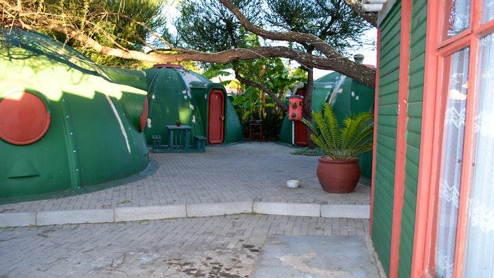 by Igloo Inn Overnight and Caravan Park   LekkeSlaap