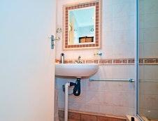 Room 4-Bathroom