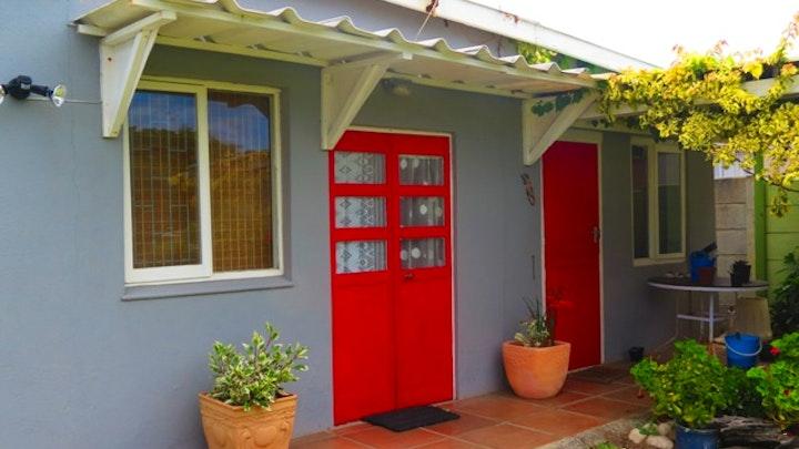 Kleinmond Akkommodasie by The Little Red Door   LekkeSlaap