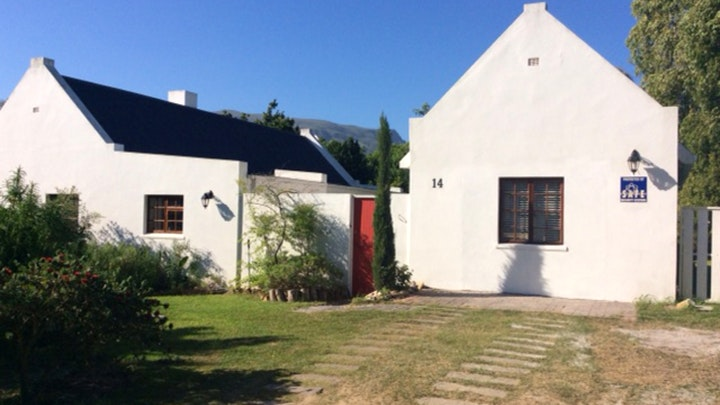 Stanford Accommodation at Coot Cottage and Studio | TravelGround
