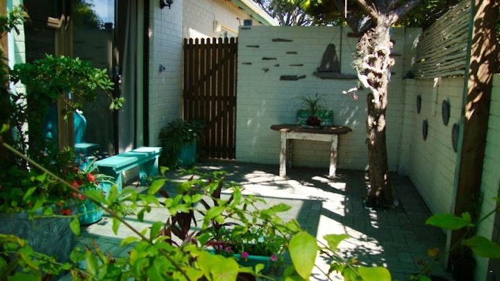 Yzerfontein Akkommodasie by The Roses' Place | LekkeSlaap