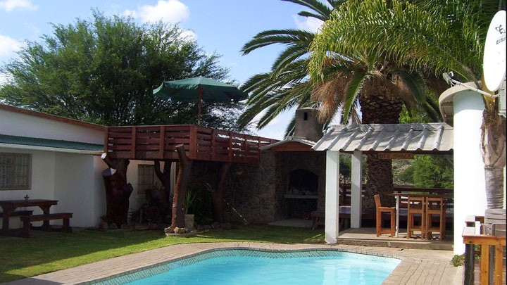 at Palm Tree Cottages en Oasis Restaurant | TravelGround
