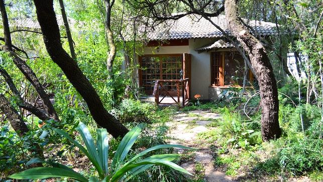 by Lydall Wild Tranquil Garden Suites   LekkeSlaap
