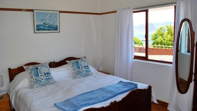 by Peninsula Sea View Apartment   LekkeSlaap