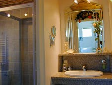 Rose Garden bathroom