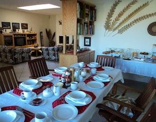 Breakfastroom and Living area