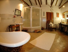 Suite 1 bathroom