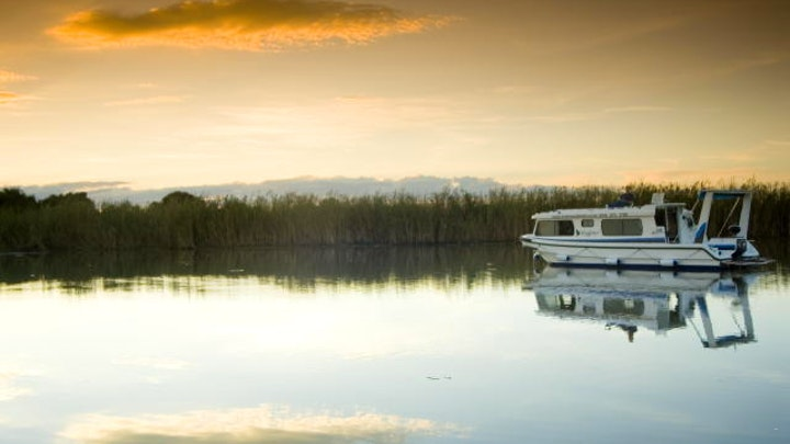 by Old Willow No.7 Houseboat Charters | LekkeSlaap