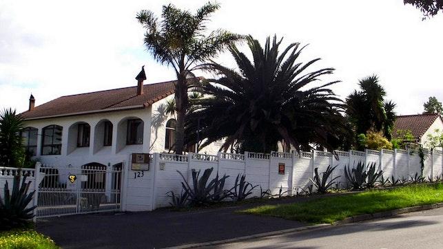 by Villa Pyrmontes Guesthouse   LekkeSlaap