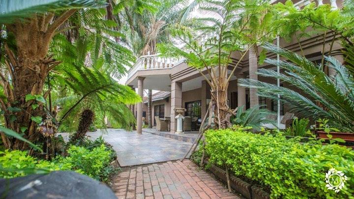 Sunrella AH Accommodation at Meraki Country Manor | TravelGround