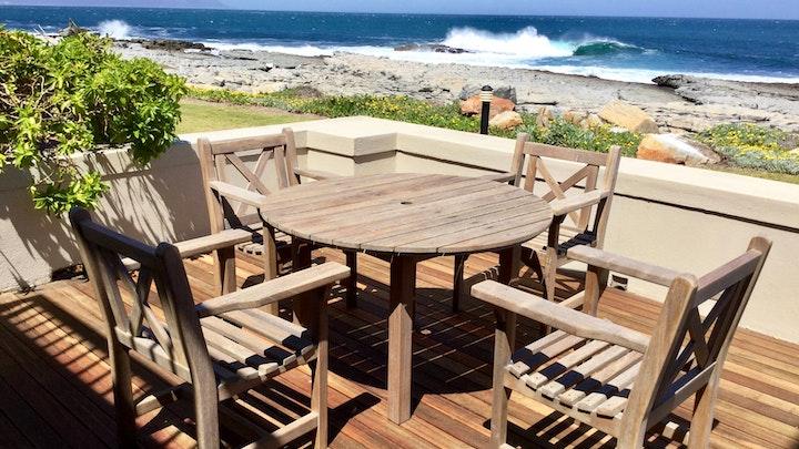by House 12 Beach Club | LekkeSlaap