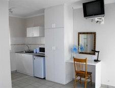 Kitchen & Desk area