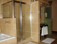 Honeymoon Suite's Bathroom