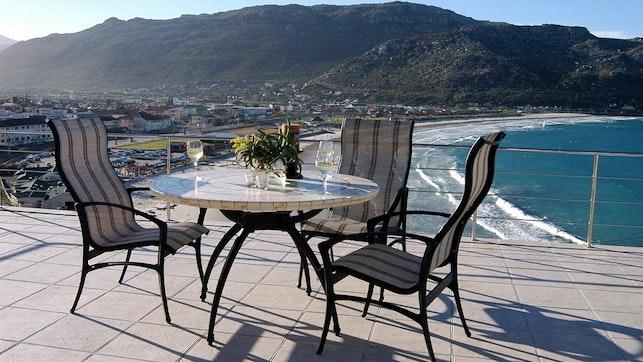 by Blue Yonder Luxury Self-catering Apartments | LekkeSlaap