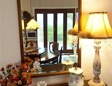 Mirror Lounge