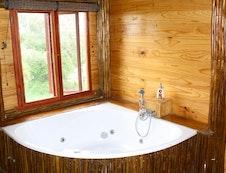 Jaccuzzi Bath Mountain View Tree House Pezulu Tree House Lodge