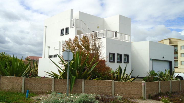 Reebok Accommodation at House Madoqua Mosselbay | TravelGround