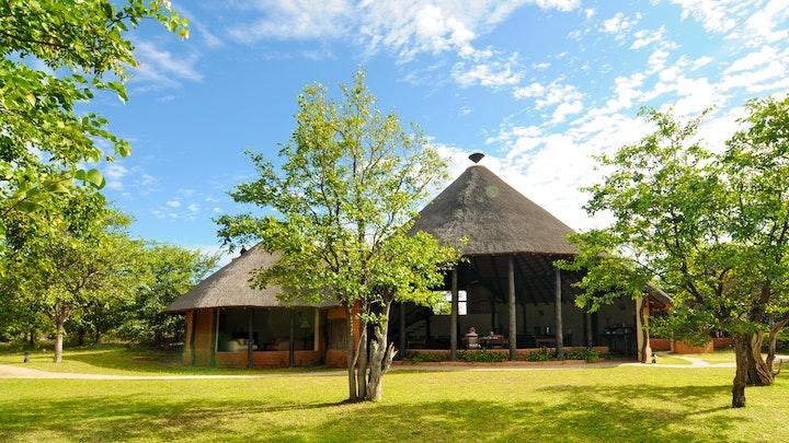 by Mopane Bush Lodge   LekkeSlaap