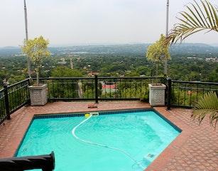 Swimmingpool with view