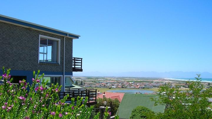 Muizenberg Akkommodasie by Bluebottle Guesthouse | LekkeSlaap