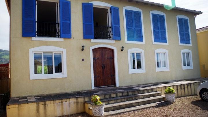 by Holiday House in Kleinmond   LekkeSlaap