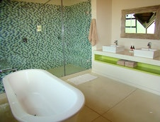 Mainbathroom with freestanding bath, double rainshower, toilet and double washbasins