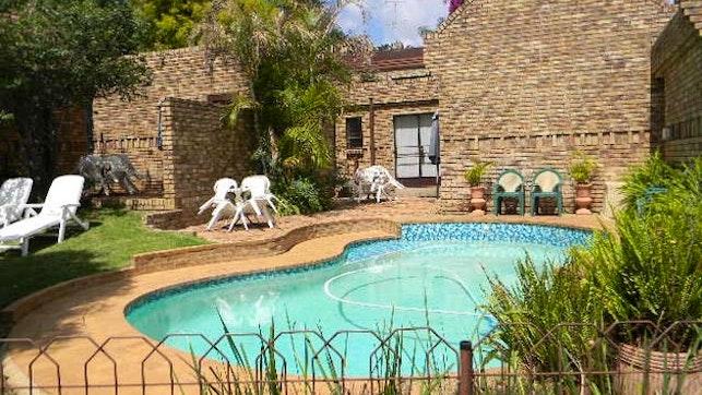 by Pretoria Executive Cottages | LekkeSlaap