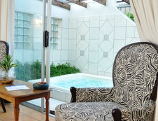 Private Jacuzzi Courtyard