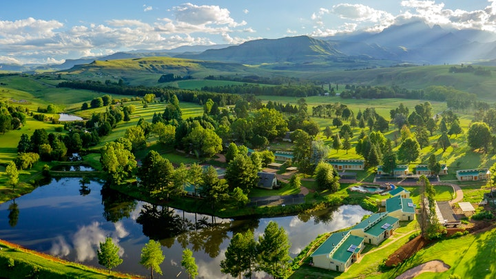 Champagne Valley Accommodation at Gooderson Monks Cowl Golf Resort | TravelGround