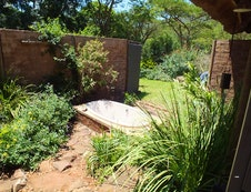 Madala's outdoor double bath