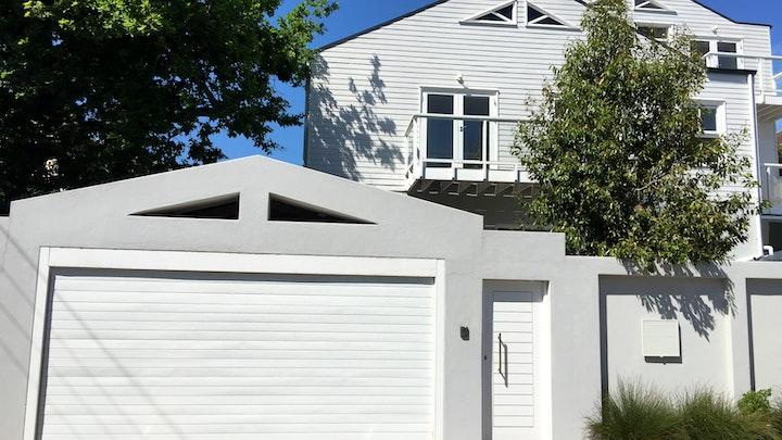 Claremont Akkommodasie by 1 Cricklewood Place - Luxury Holiday Home | LekkeSlaap