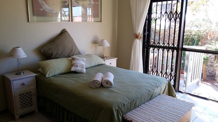 Sentraal Mosselbaai Akkommodasie by Abbeygail's En-suite Guest Room | LekkeSlaap