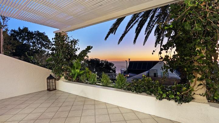 Clifton Accommodation at Clifton Gardens Studio | TravelGround