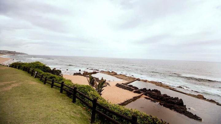 Shaka's Rock Akkommodasie by Beachfront Apartment with Stunning Views   LekkeSlaap