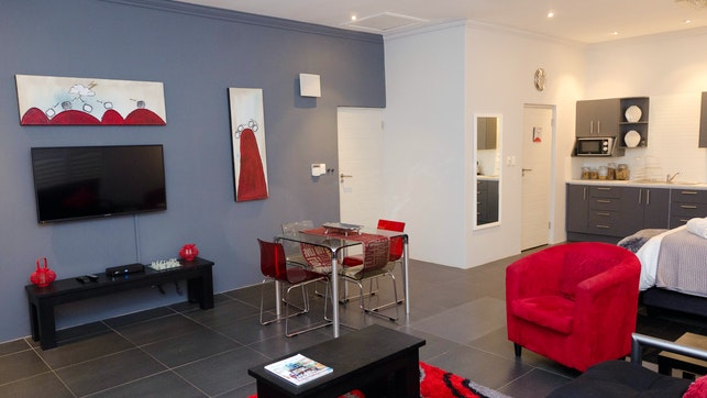 at Lindy van Niekerk Art & Accommodation   TravelGround