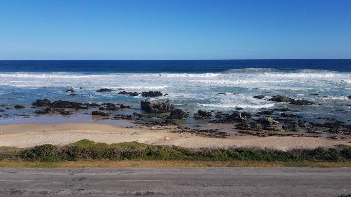 Clarendon Marine Akkommodasie by Beach House in Beachview   LekkeSlaap