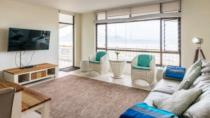 Table View Akkommodasie by Stylish Modern Beach Front Apartment   LekkeSlaap