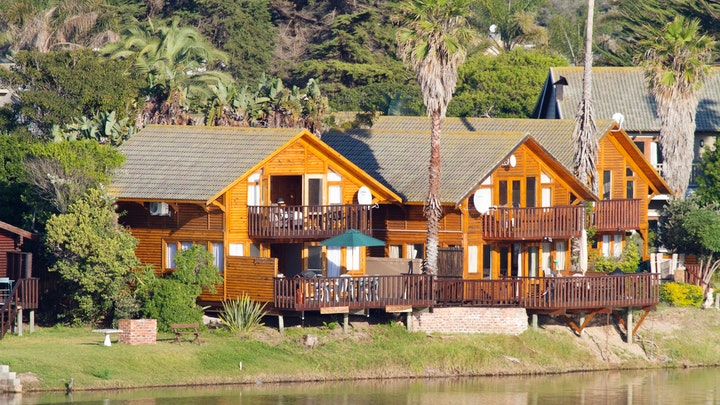 Wilderness Accommodation at On the Water @ Pirates Creek 8 | TravelGround