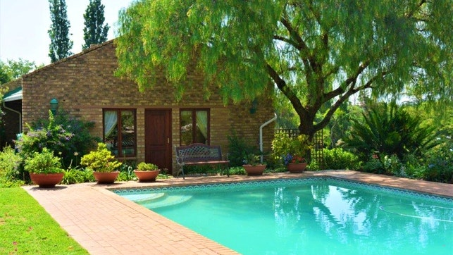 by Kyalami Beaulieu Cottage & Guest Suite | LekkeSlaap