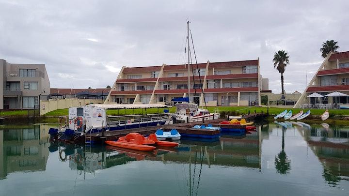 Port Owen Akkommodasie by Moonlight @ Port Marina | LekkeSlaap
