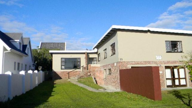 by Pottie's House and Flat in Arniston | LekkeSlaap