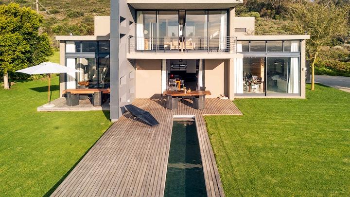 Kuilsrivier Akkommodasie by Stunning Wine Farm Villa   LekkeSlaap