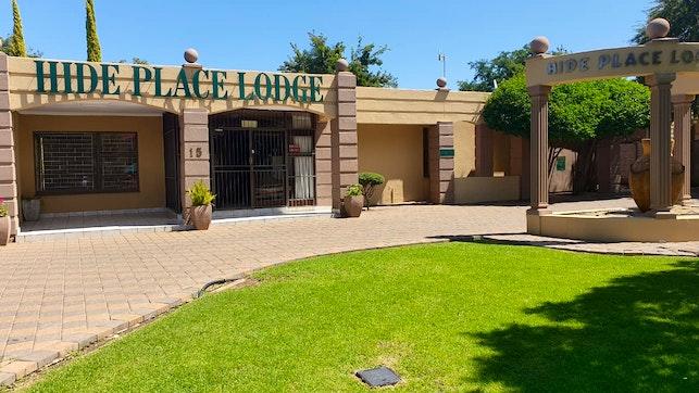 by Hide Place Lodge and Spa | LekkeSlaap