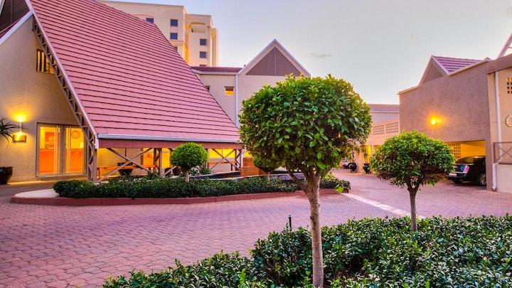 by Courtyard Hotel Sandton | LekkeSlaap