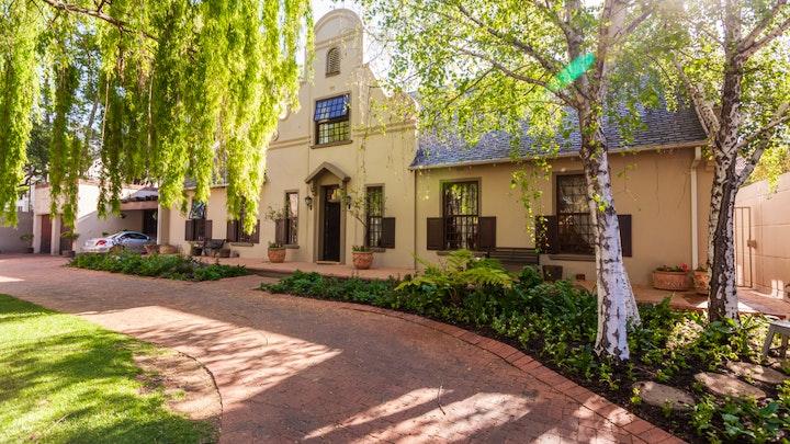 by Cape Dutch Mansion | LekkeSlaap