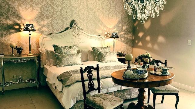 by La Riviera Guesthouse   LekkeSlaap