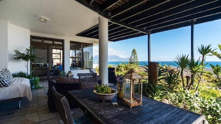 Bloubergstrand Accommodation at Inn Africa Self-catering | TravelGround